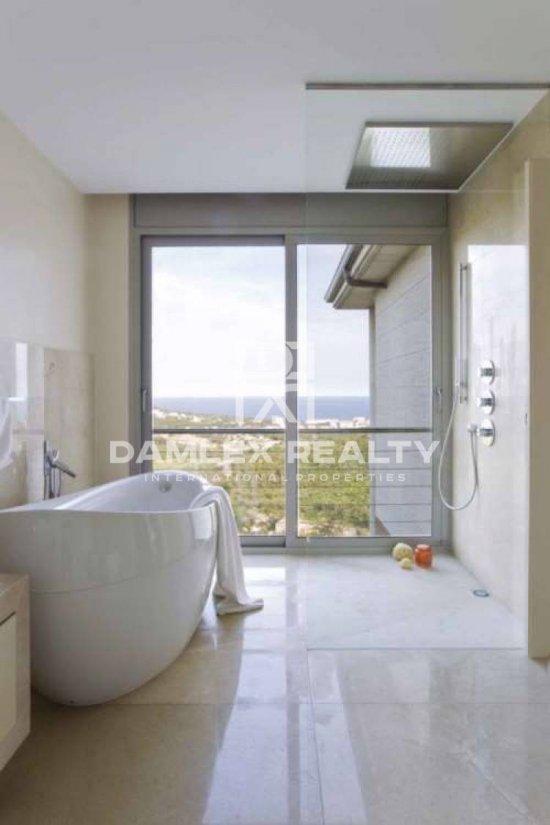 New modern villa with sea views in Platja d