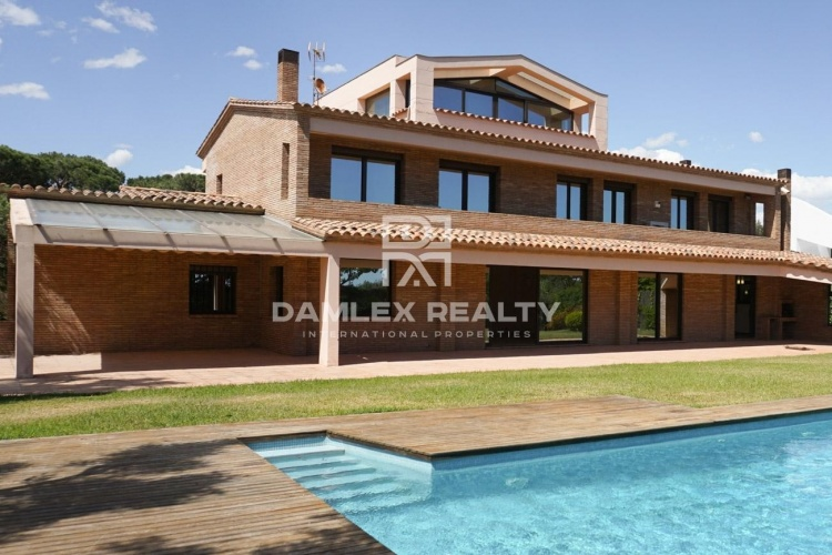 Luxury Beachfront Villa. Gava Mar. Costa Garraf