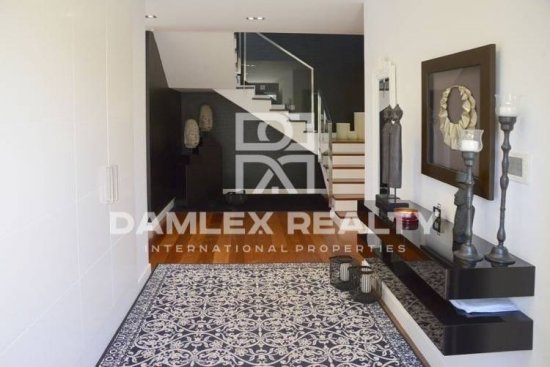 Modern villa 200 meters from the beach in Sitges