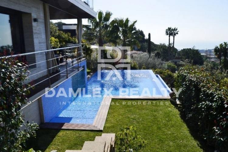 House / Villa with 7 rooms, plot 1200m2, for sale in Premia de Dalt, Barcelona North Coast