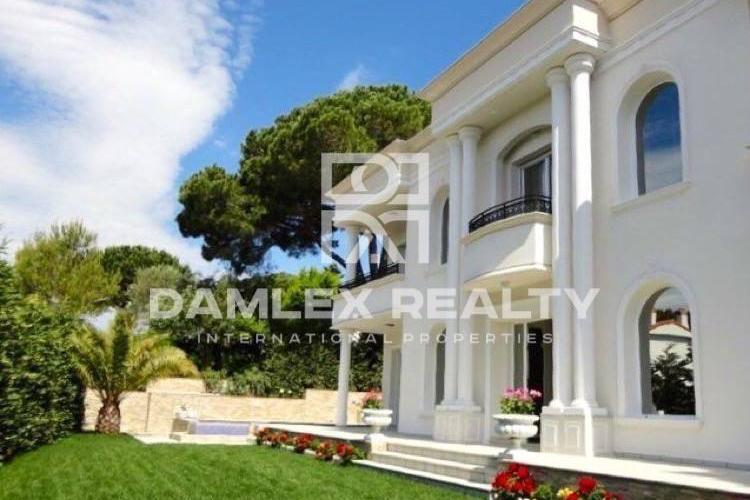 Luxury villa near the beach in the resort town of Platja d