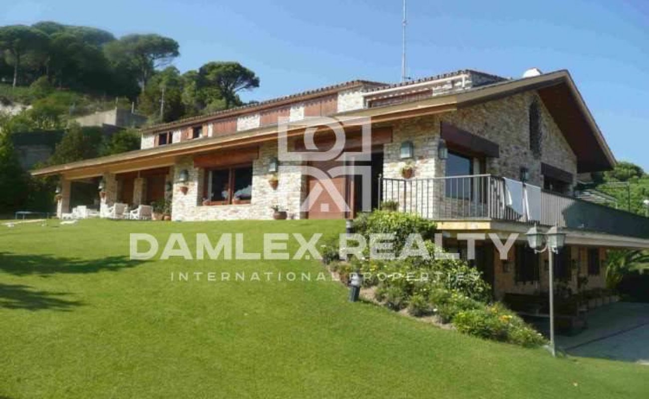 Large villa with a large plot. Maresme.
