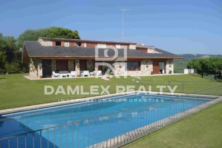 Large villa with a large plot. Maresme.