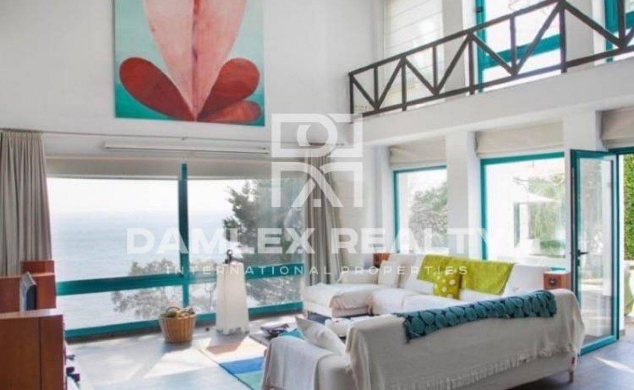 Villa with inimitable views of the bay in Costa Brava