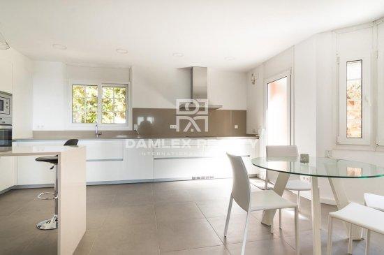 Spacious villa with sea views in Cabrils