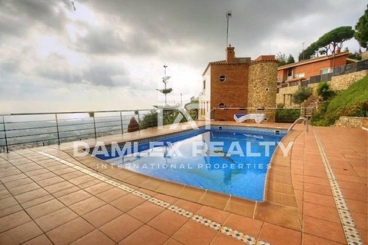 Villa with sea views, 15 minutes