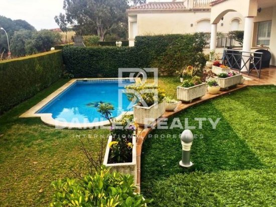 House in Costa Maresme with garden and swimming pool