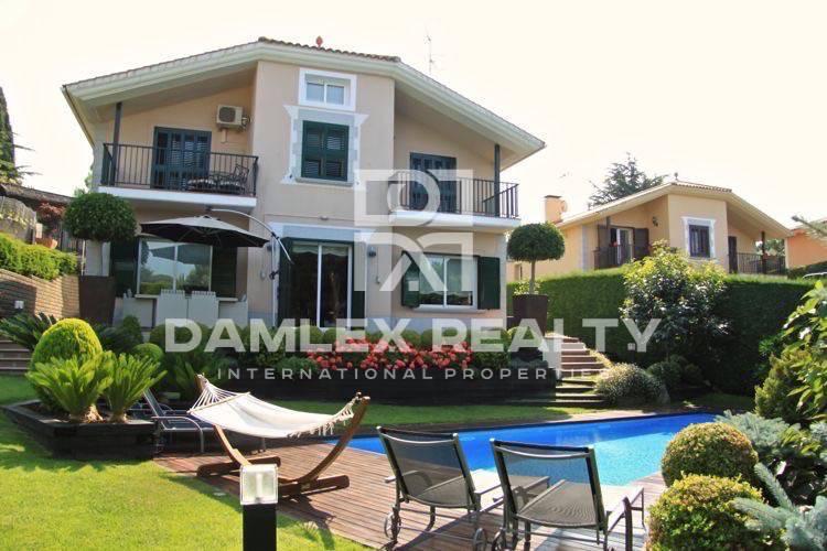 Villa in the prestigious urbanization in Costa Maresme