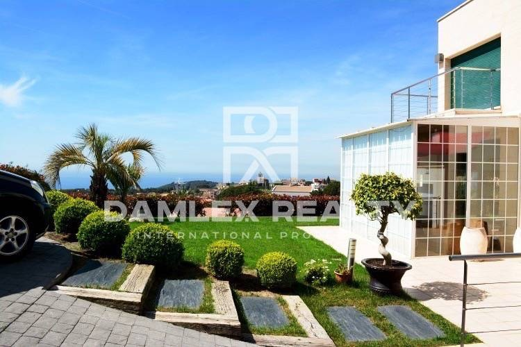 House with sea and mountain views. Sant Vicenc de Montalt