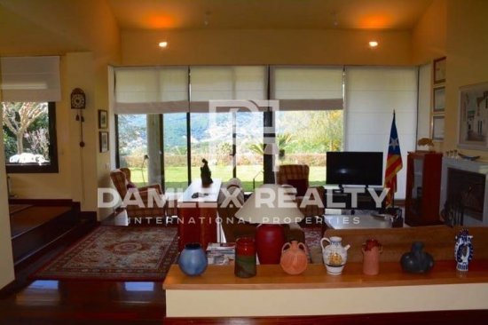 House / Villa with 4 rooms, plot 1250m2, for sale in Cabrils, Barcelona North Coast