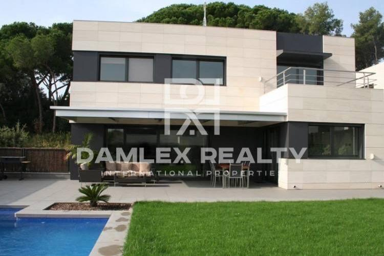 New villas in a 25-minute drive from Barcelona. Costa Maresme