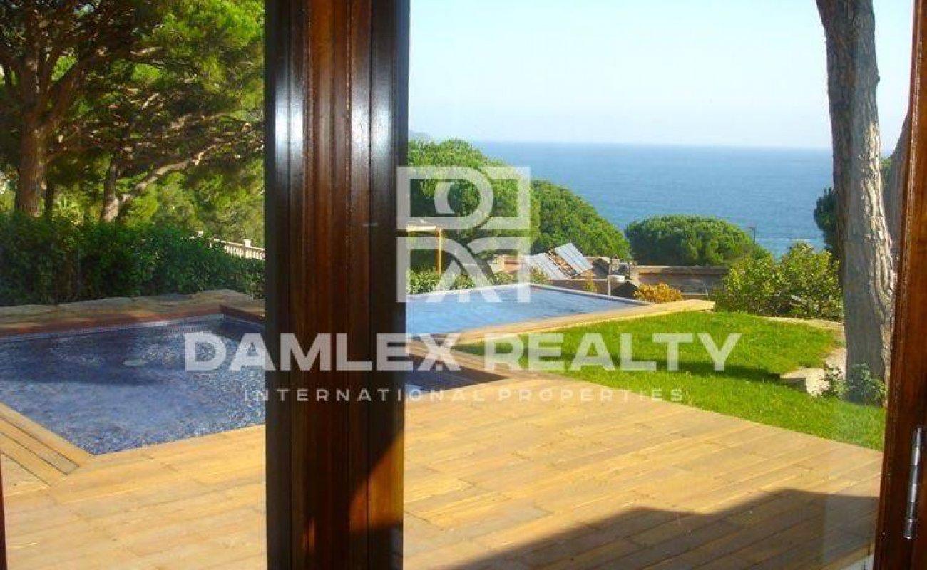 New villa with panoramic sea views in Cala San Francisco