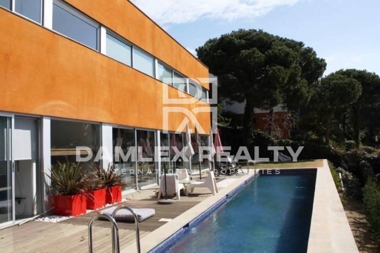 The house in the Barcelona Coast, 10-minute drive from the beach