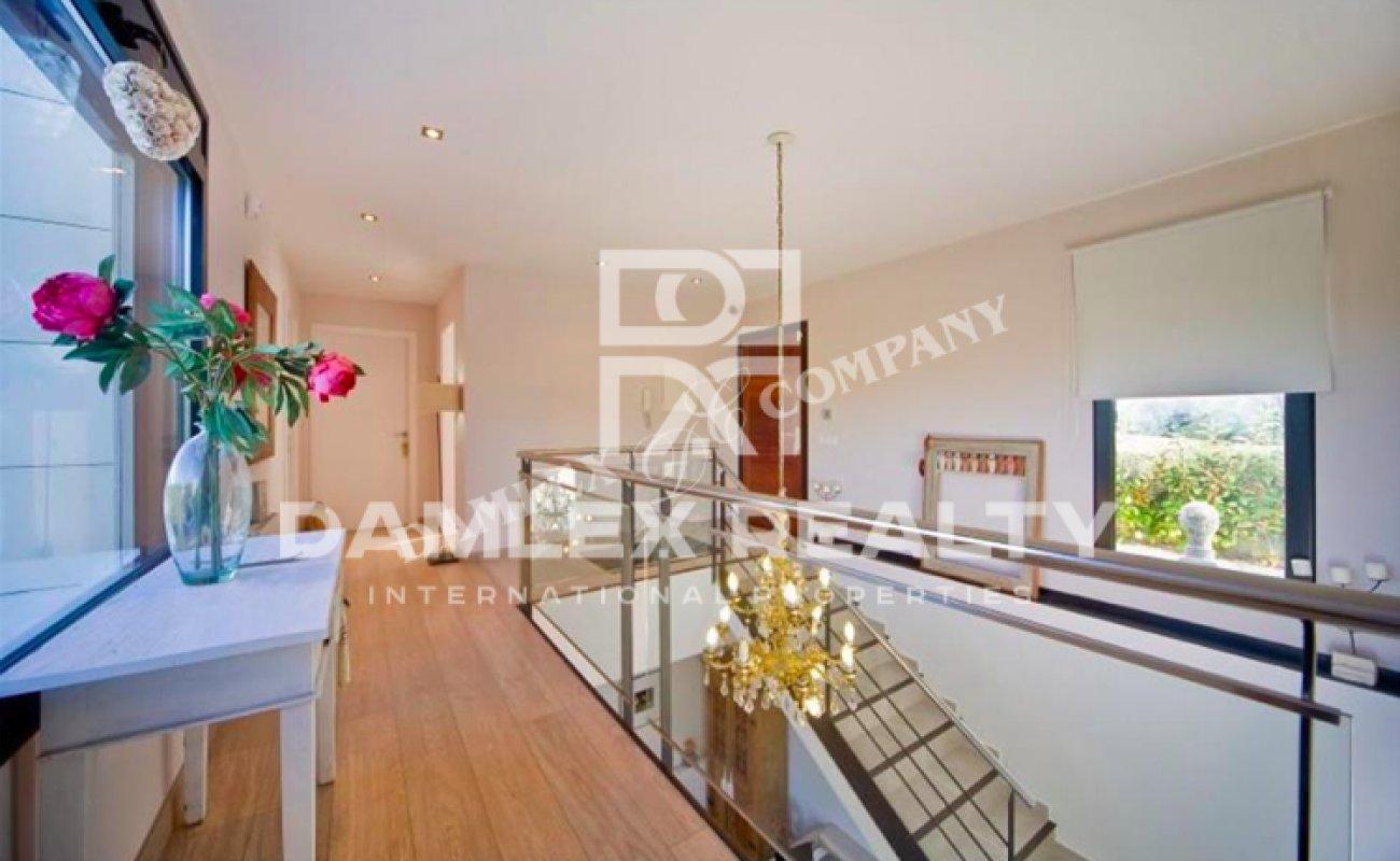 New modern villa in the Barcelona suburb