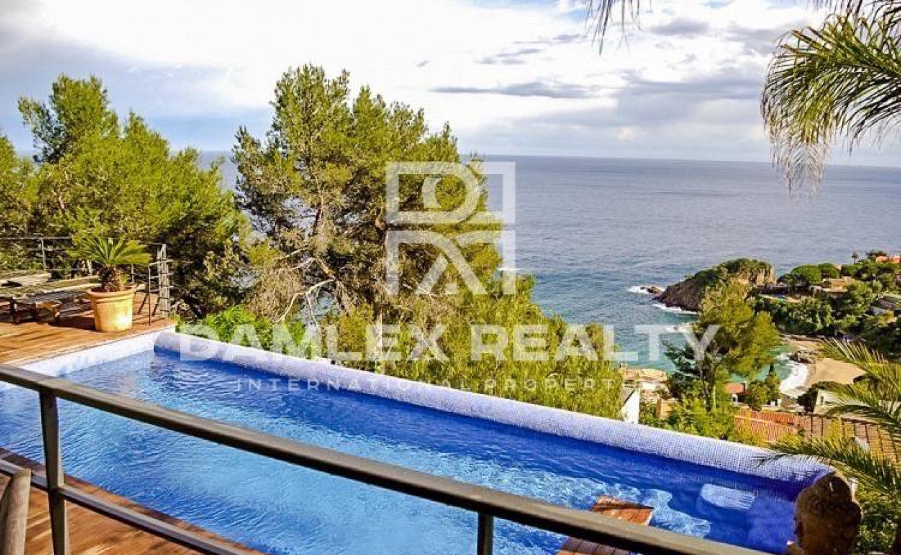 Villa with frontal sea views in one of the elite villages in Costa Brava