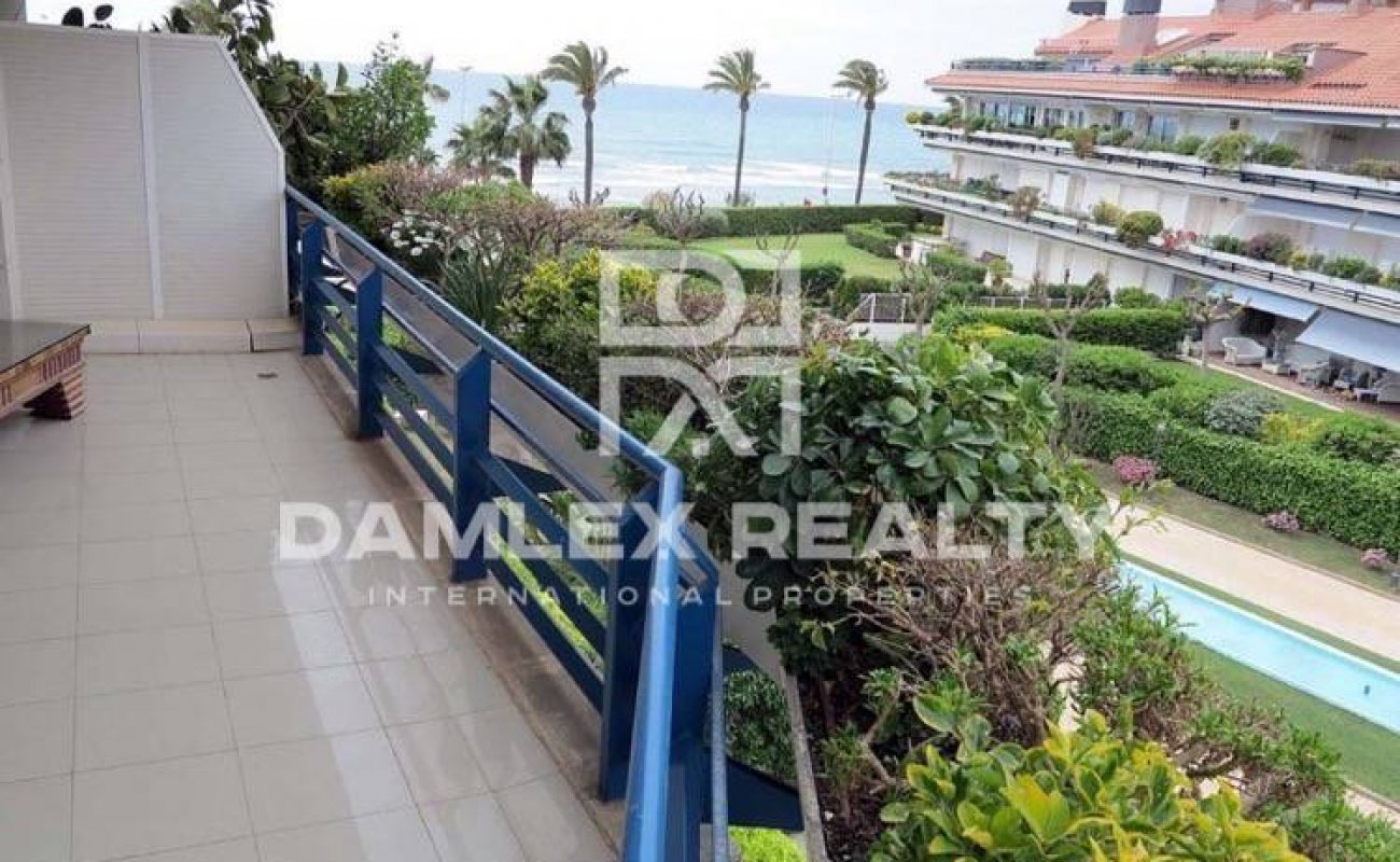 Apartment in exclusive guarded complex on the beach in Sitges. Costa Garraf
