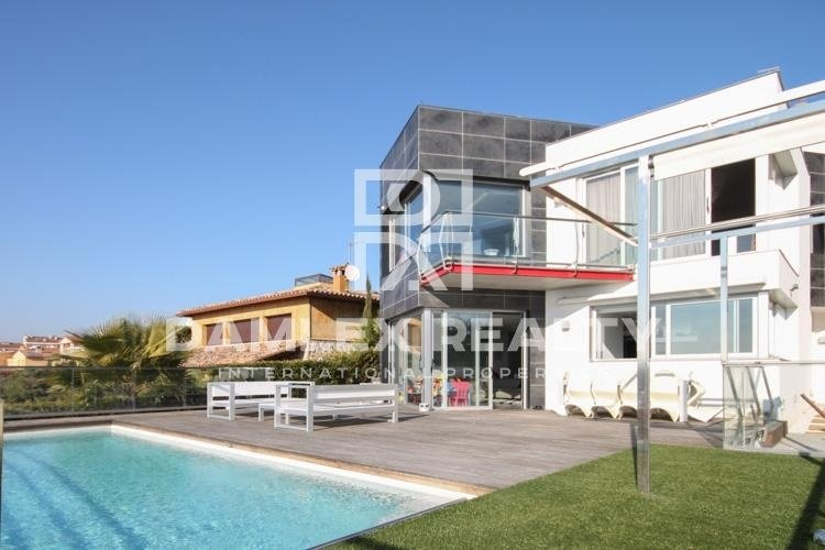 Villa 7 minutes from the beach. Costa Brava