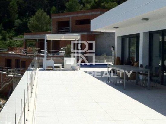Modern Villa on the Costa Brava