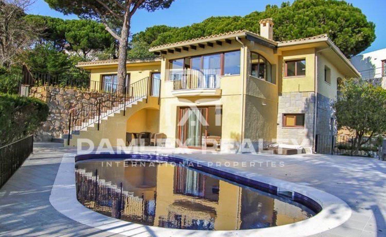 Cozy villa near the beach in Montgoda. Costa Brava