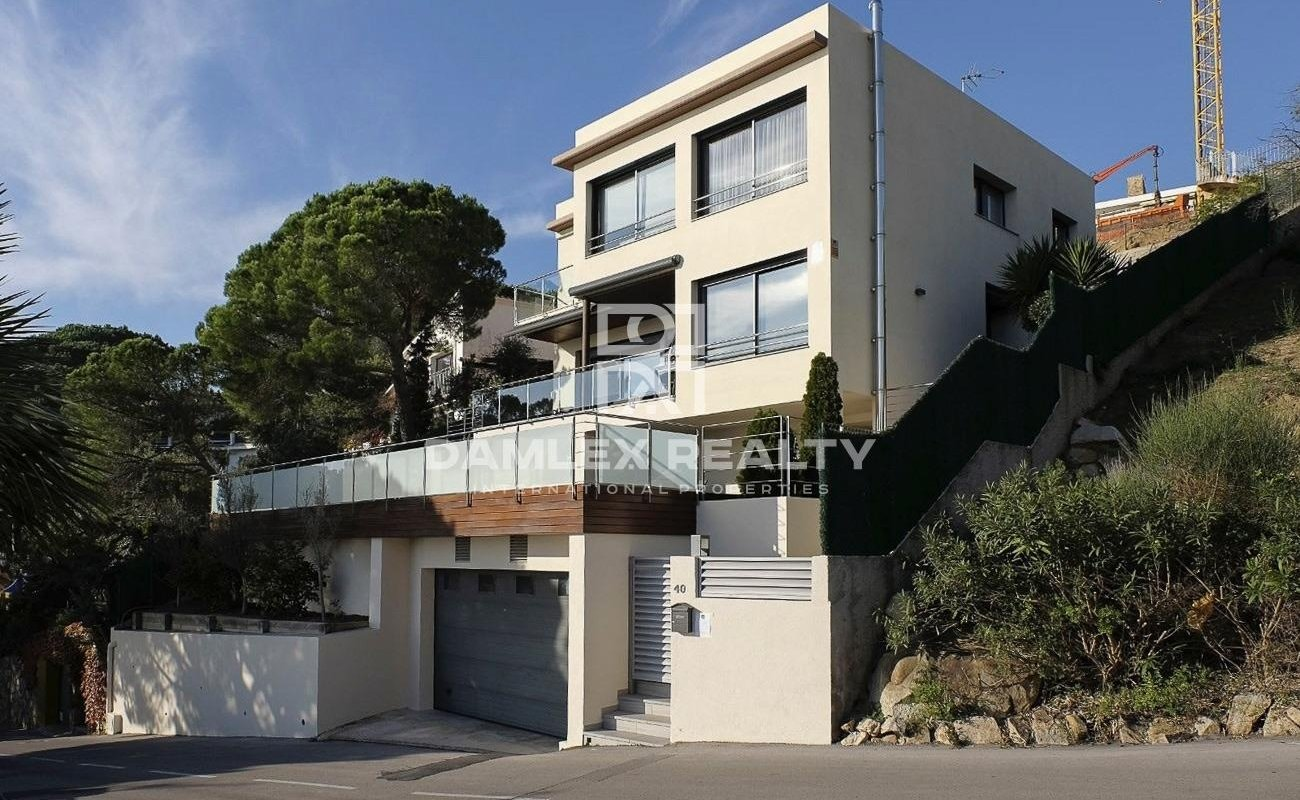 Villa in an urbanization of Lloret de Mar.