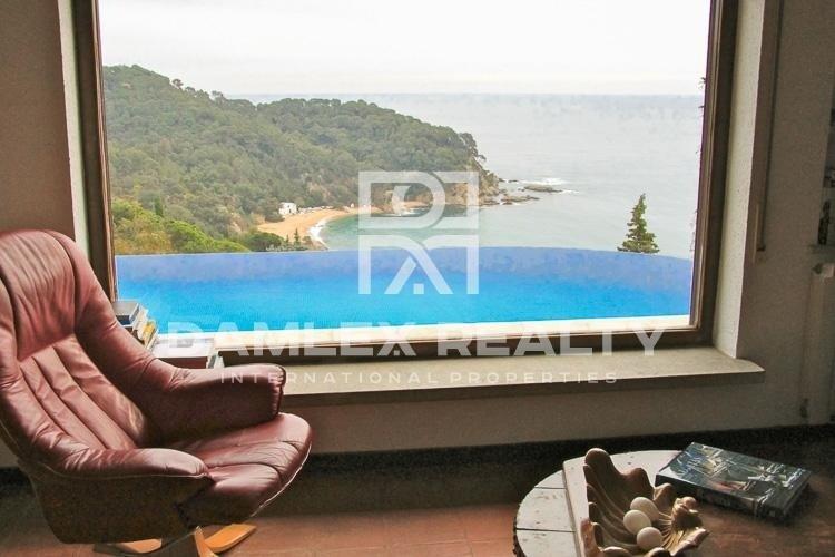 Villa with panoramic bay views in Lloret de Mar