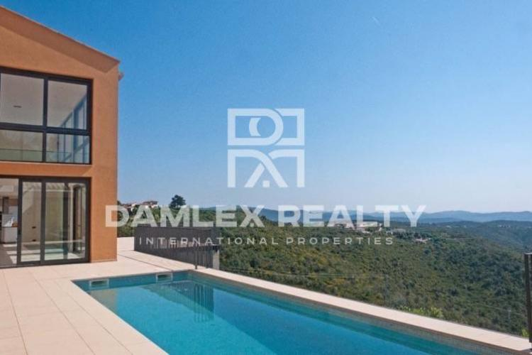New house for sale in Costa Brava with stunning sea views