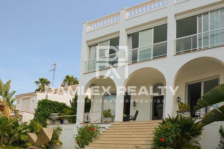 House / Villa with 3 rooms, plot 680m2, for sale in Sitges, Barcelona South Coast