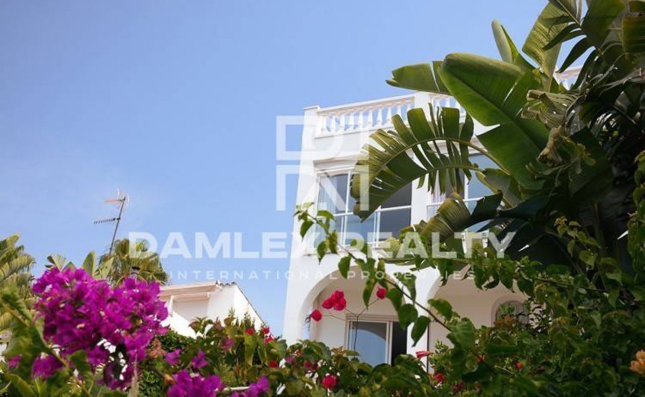 Villa with panoramic views of the sea and the town. Sitges