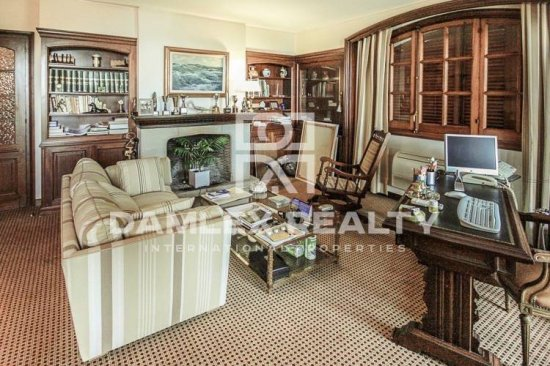 Unique property for sale in Costa Brava: wonderful mansion 50 meters from the beach in Montgoda