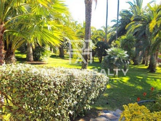 Villa with beautiful garden near the beach in Costa Brava