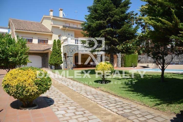 Villa with sea views in Vilassar de Dalt