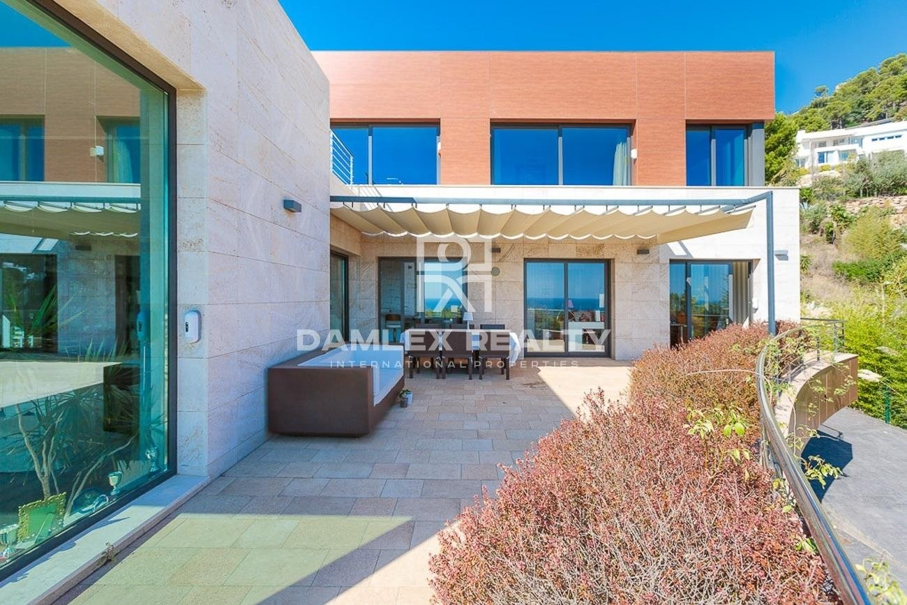 Modern villa in a gated community Cala Sant Francesc, on the Costa Brava