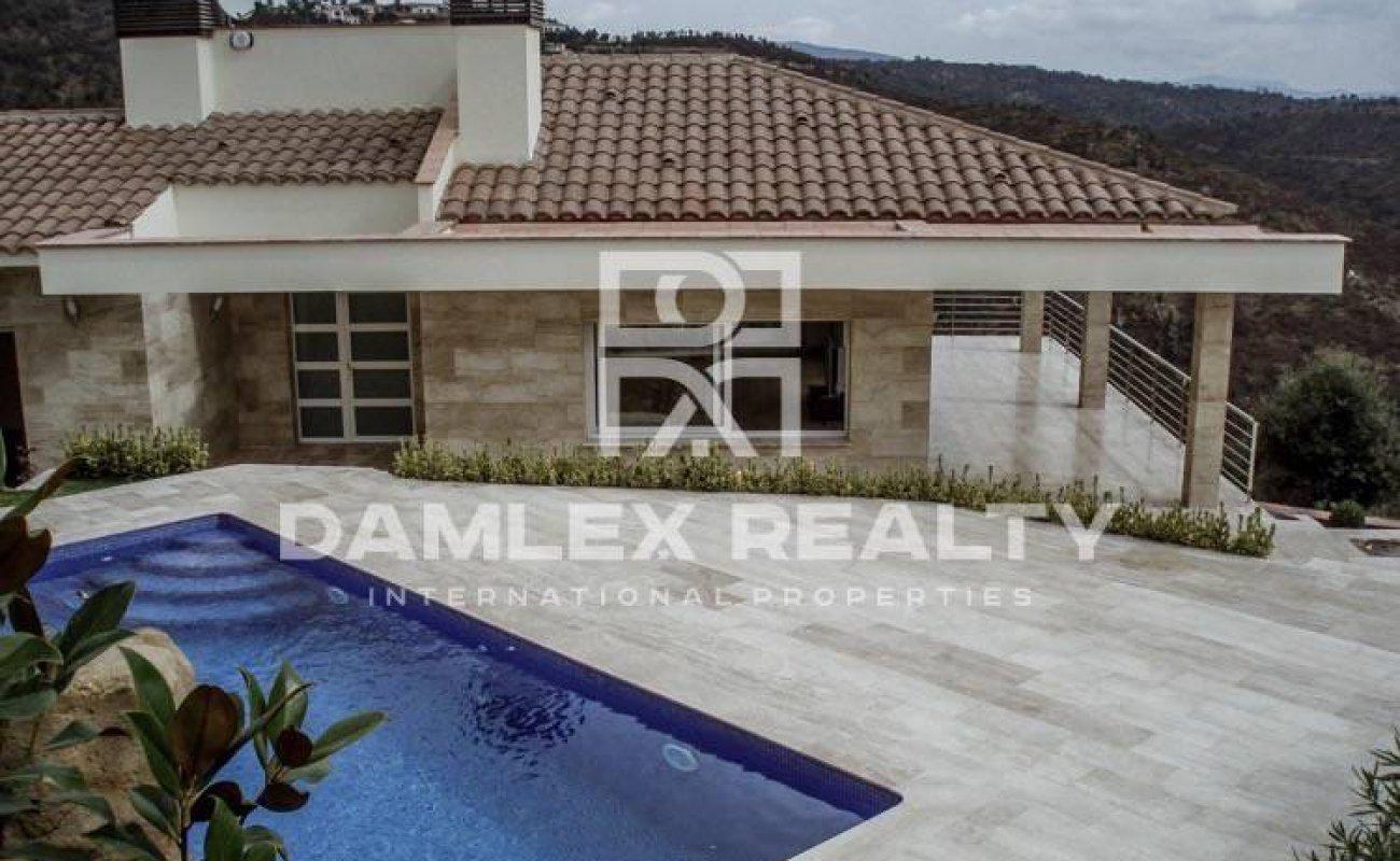 Villa in the urbanization Mas Nou - Costa Brava