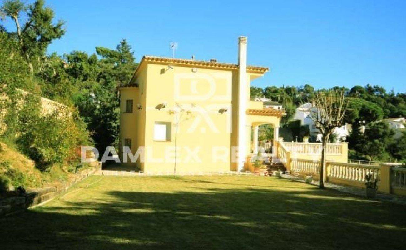 Villa in guarded urbanization in Costa Brava