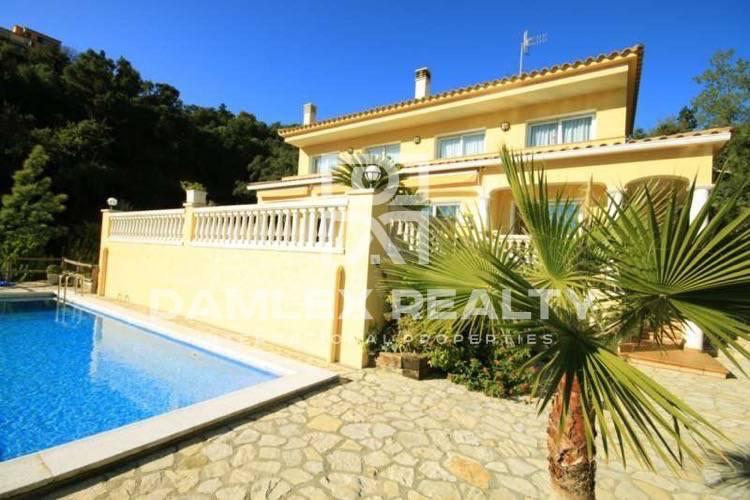 Villa in guarded urbanization in Costa Brava