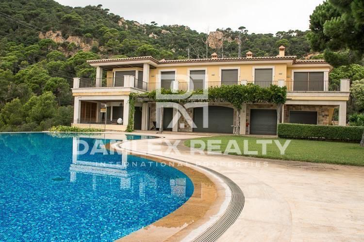 Luxury villa in the exclusive town of Costa Brava