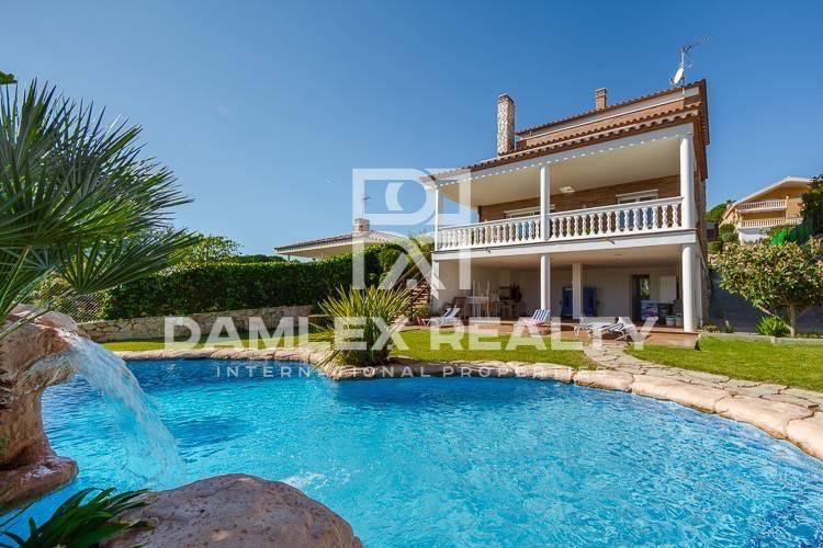 Modern villa in Canet de Mar, 3 minutes walk from the beach