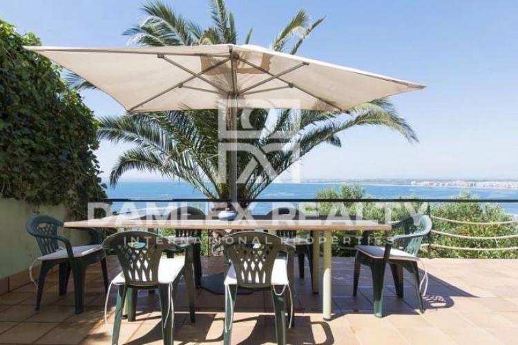 Villa with panoramic sea views, 20 km from the border with France