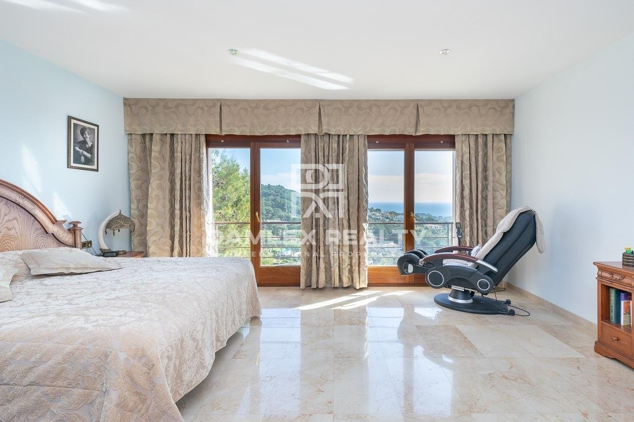 Luxury villa with panoramic sea views, in Roca Grossa urbanization