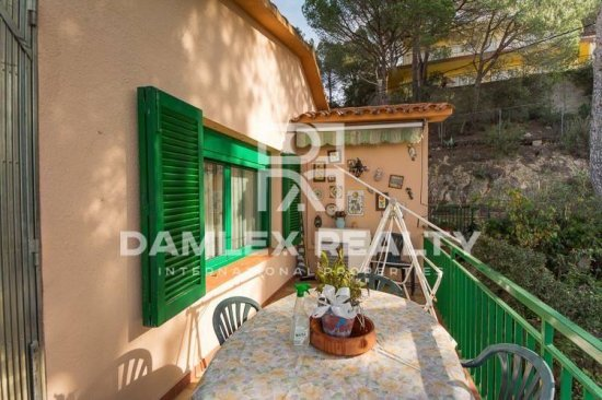 Villa with mountain views in the urbanization of Lloret de Mar.