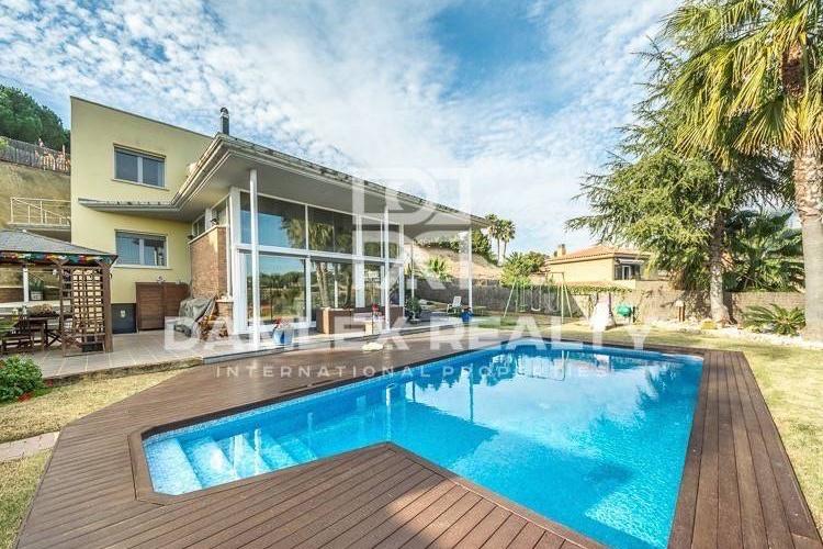 Luxury villa with sea views in the town of Sant Andreu de Llavaneres.