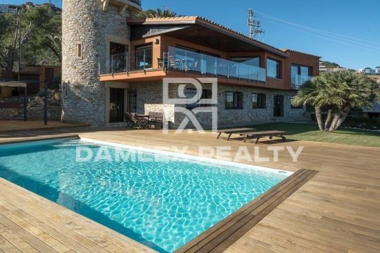 Villa with panoramic sea views in the town of Begur. Costa Brava