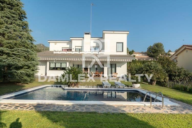 Villa with sea views in the town of Gava. Costa de Barcelona