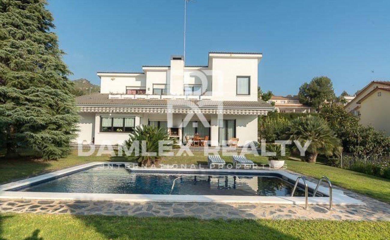 Villa with sea views in the town of Gava. Costa de Barcelona