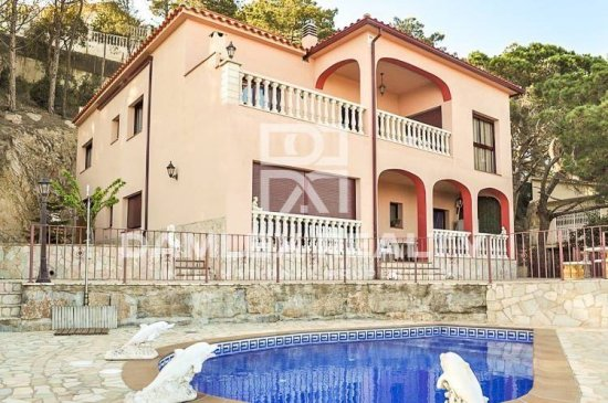 Villa with fabulous sea views on the Costa Brava with tourist licence