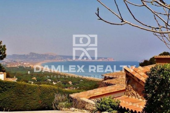 House in Begur with sea views