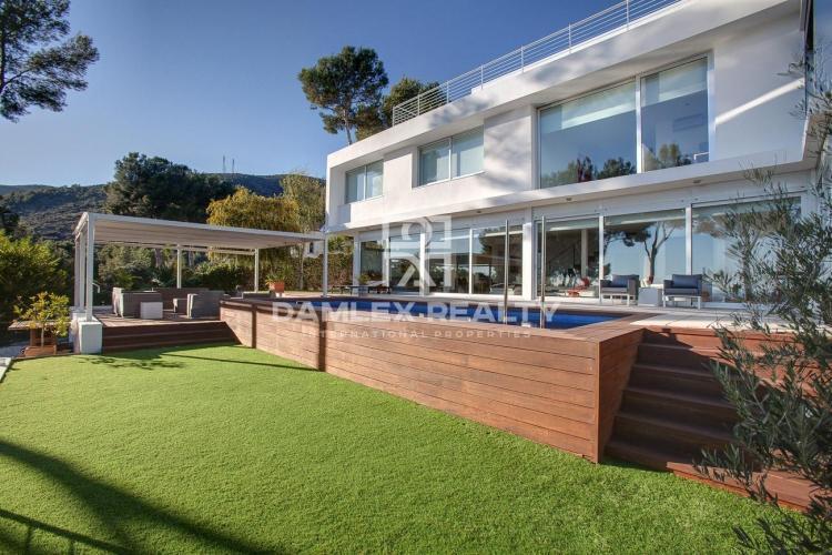 Modern style villa in Castelldefels, Barcelona