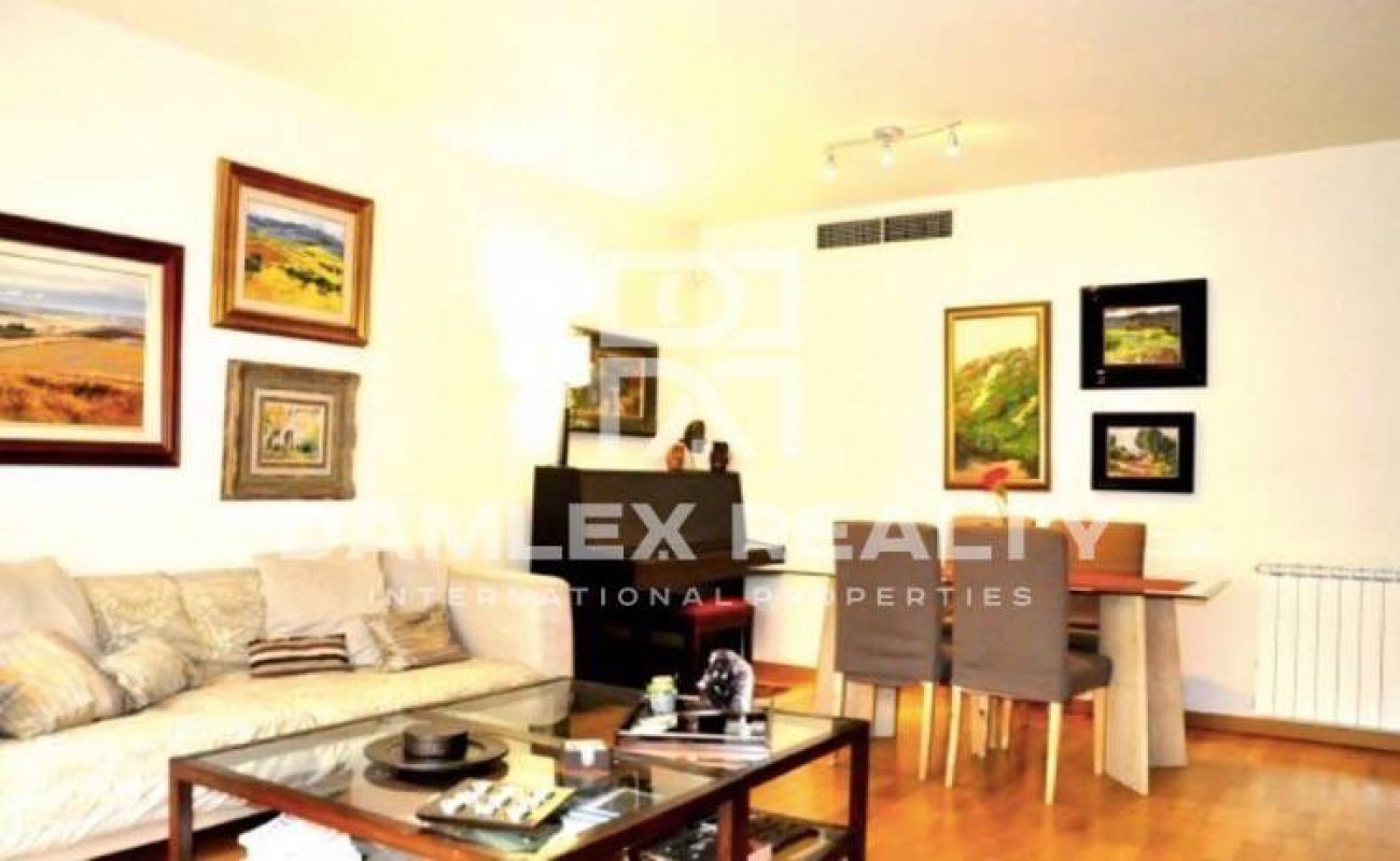 Apartment is located near the sea near the Olympic Village of Barcelona