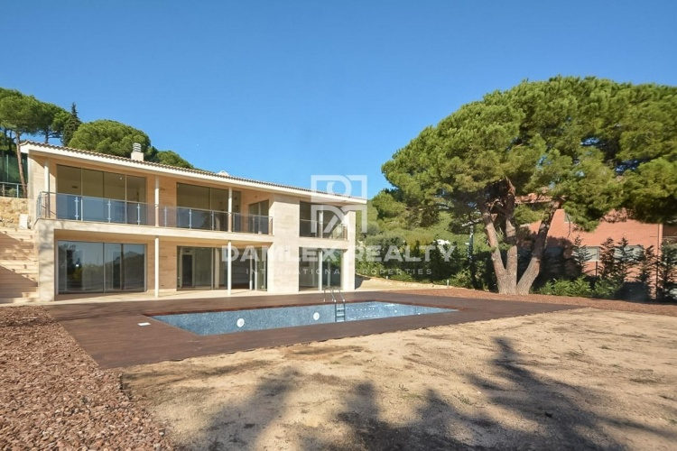 New modern villa on the coast of Barcelona