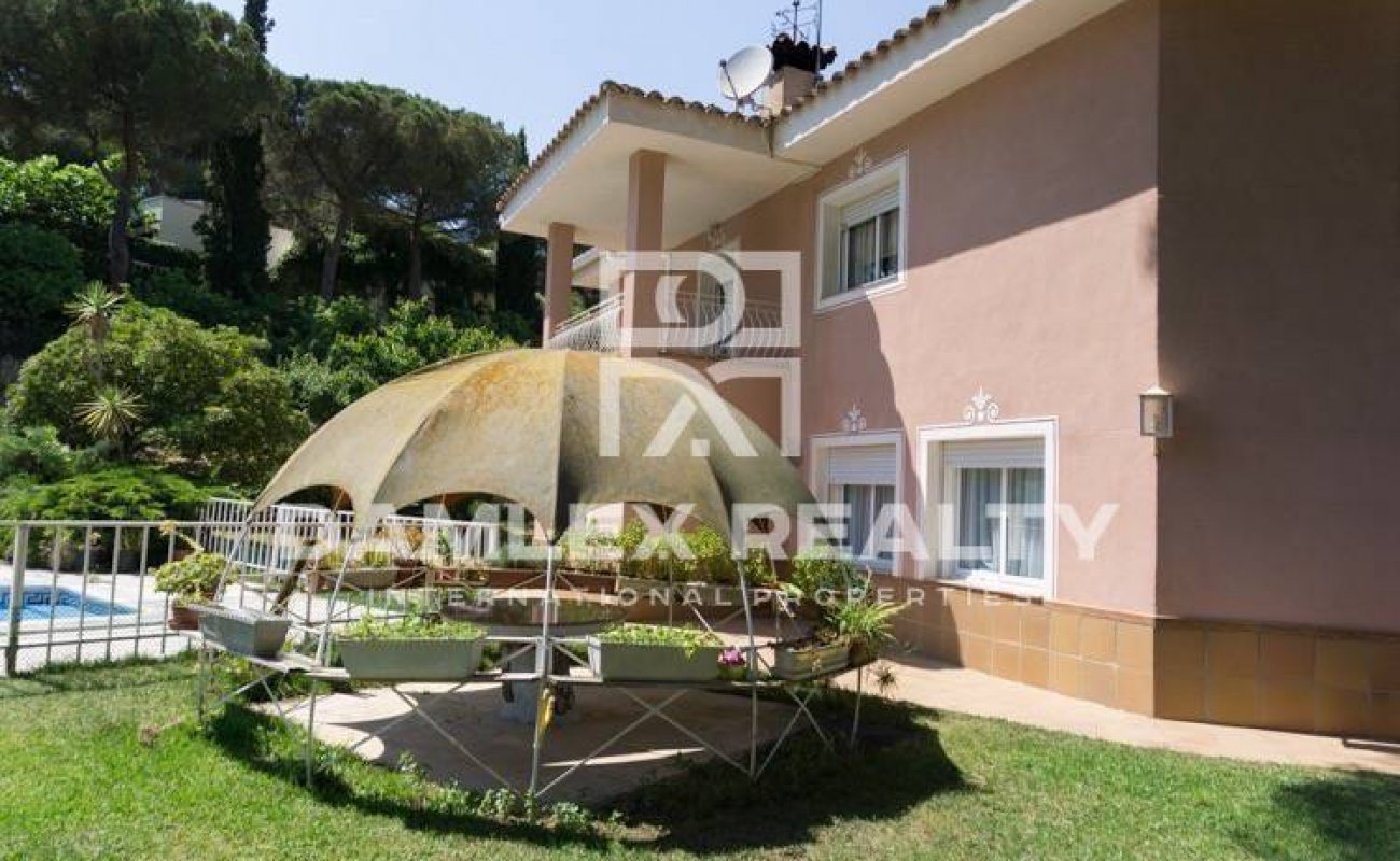 House in Sant Andreu de Llavaneras with a large and beautiful garden